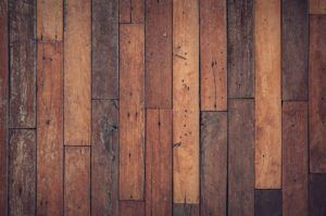 A melegburkolás teszi lakásunkat igazán otthonossá, legyen az laminált padló, parketta vagy szőnyegpadló.